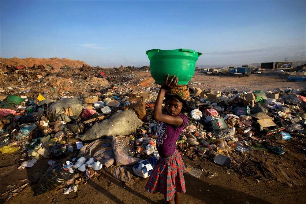 Photo: Robin Hammond. Angola. December 2009/January 2010.